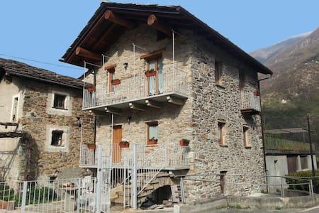 "Tipica casetta in pietra ""Maison Bellevue"" - Aosta Valley"