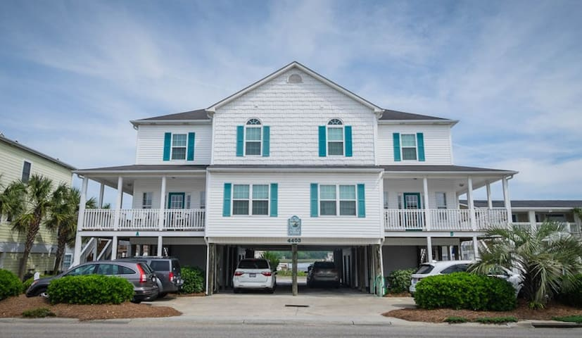 Right Across from the Ocean: Pelicans Manor C 4BR! - North Myrtle Beach - Maison