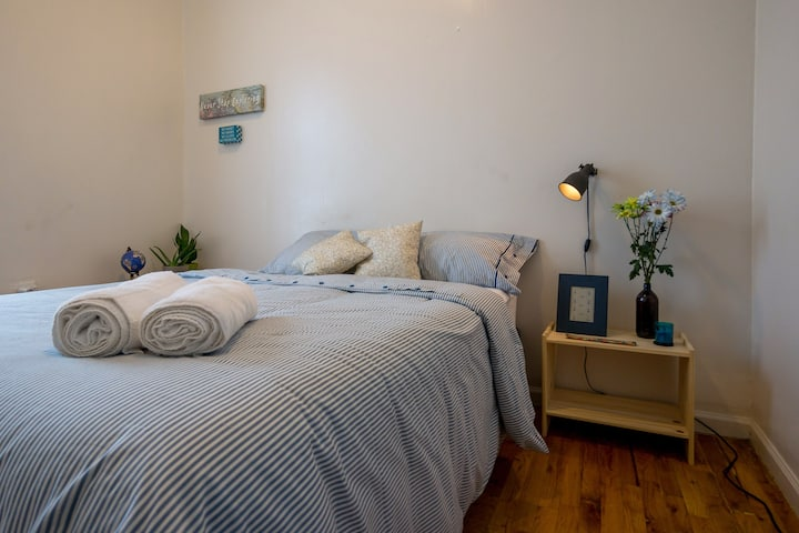 Monthly/Weekly Cozy and Sunny 2 bedroom apartment