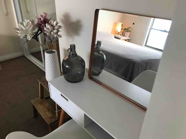 House Stay, Spacious & Stylish  - Moments to City