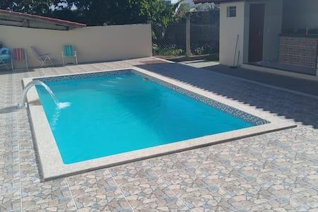 Suíte Luxo 3 c/piscina,churrasqueira,próximo praia