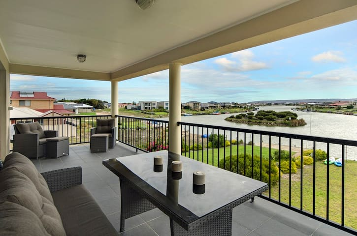 Water Front Home, Stunning Views.! - Hindmarsh Island