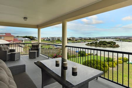Water Front Home, Stunning Views.! - Hindmarsh Island - Rumah