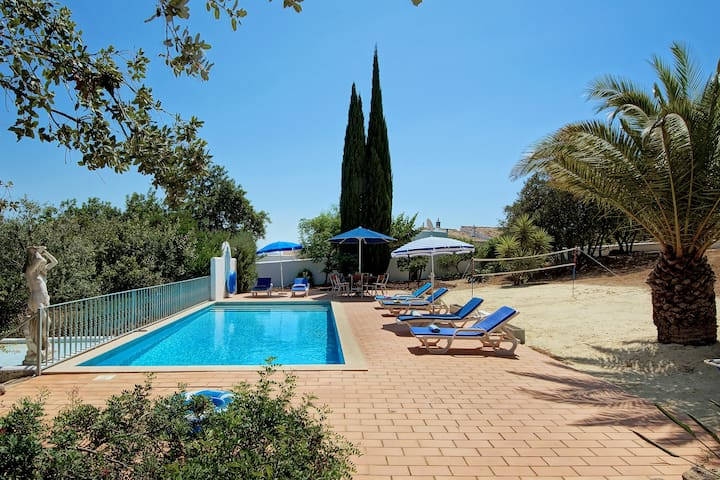 Delightful 3 Bed Garden House with Private Pool