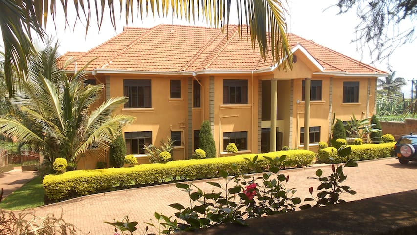 Cosy private 2 bedroom in apartment - Wakiso - Byt