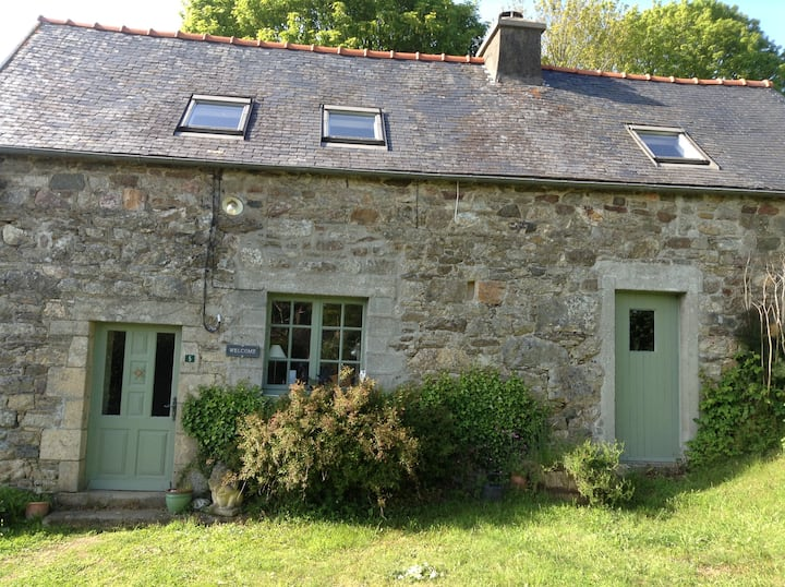Traditional Breton cottage, lovely rural retreat.
