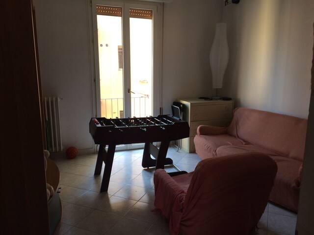 Ampia camera + Salotto