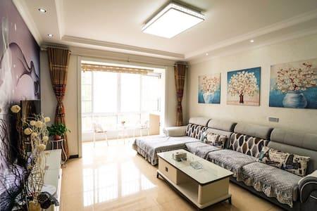 宝塔山三居室 秀梅家庭公寓