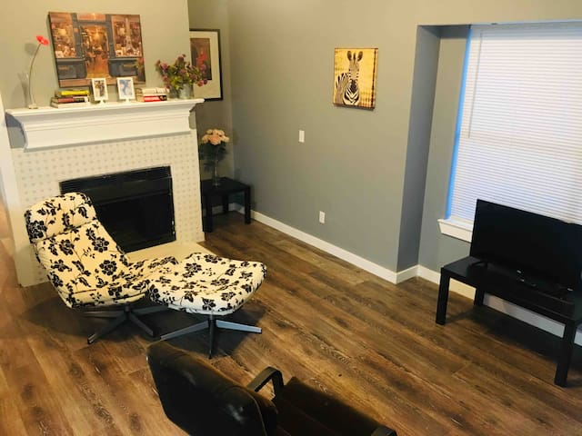 Cute Entire Condo (Long term availability)
