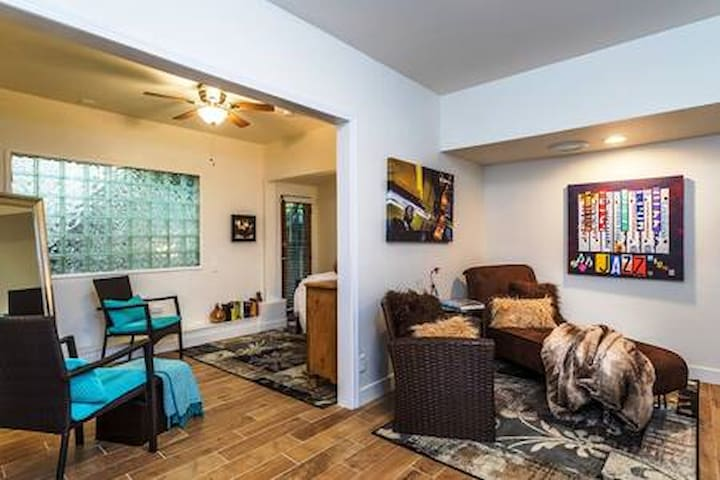 Ambience & Best Location - Historic Laurel Canyon!