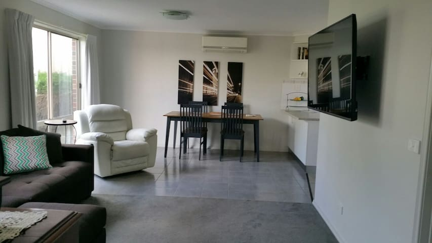 Quiet private unit. Short walk to CBD - Quarry Hill - บ้าน