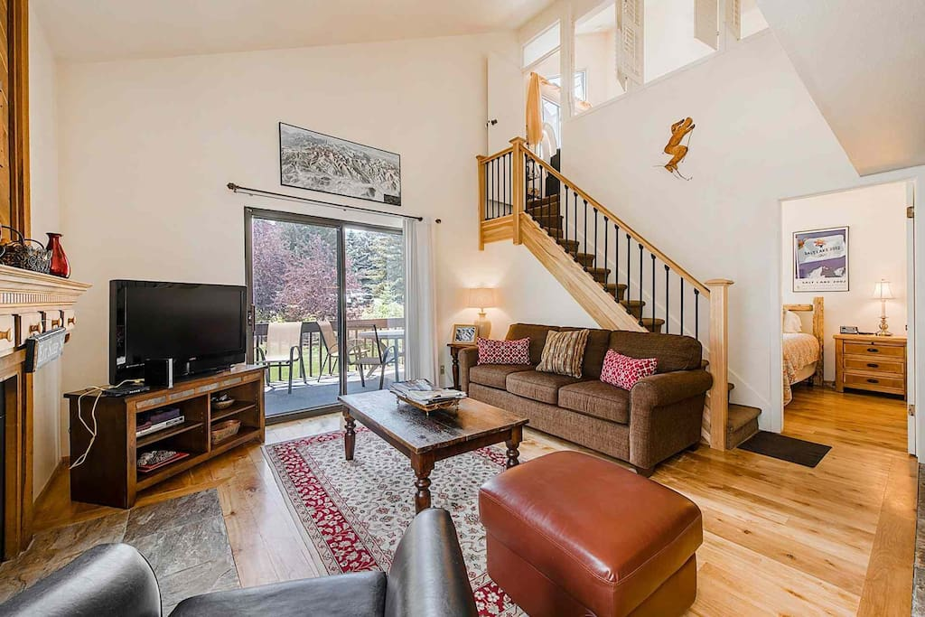 HDTV w/ Comcast Cable, Free Wi-Fi,  New Furniture, Private Patio w Views!