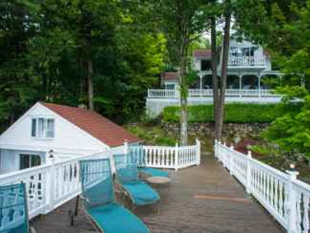 Lake George Lakeside Estate & Dock near Sandy Bay - Fort Ann - Hus
