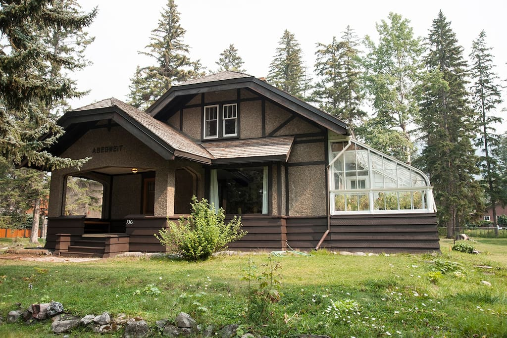 Abegweit on the bow houses for rent in banff alberta for Banff national park cabin rentals