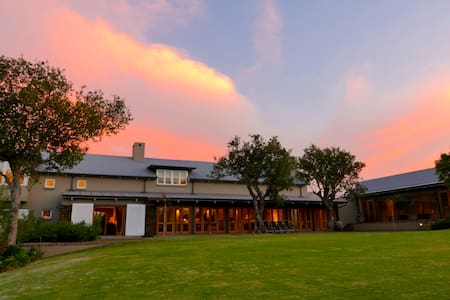 Luxury Farmhouse in the city - Angus Suite - Midrand