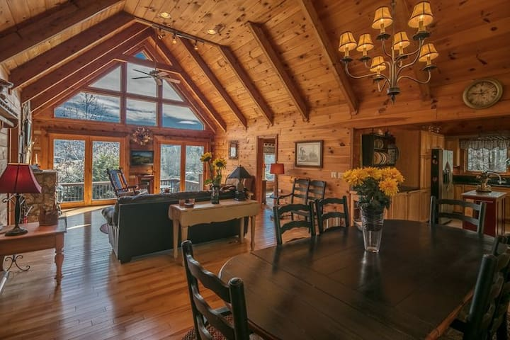 Valle Crucis One Level Log Cabin & Gorgeous Views