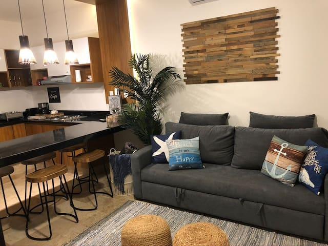Sala con TV con Servicios de Streaming y Sofa cama