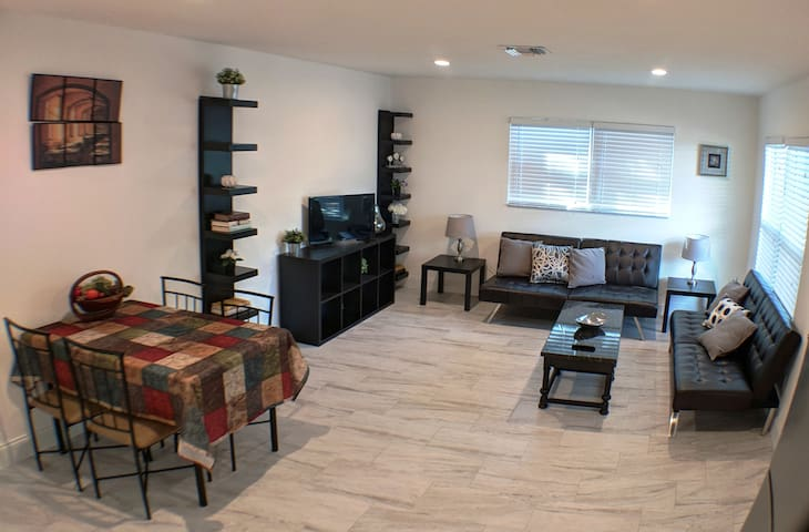 Downtown Sarasota Townhouse in Historic Center !!!