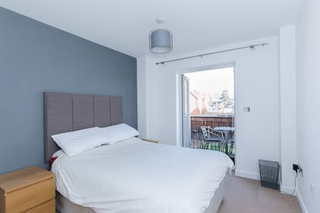 Double Room with En Suite - Hemel Hempstead - Lägenhet