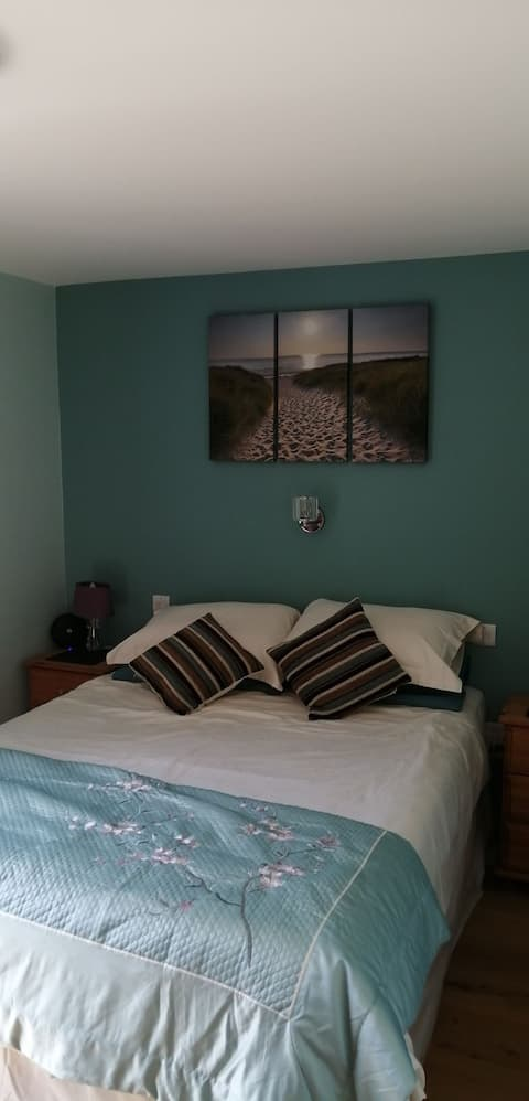 Homely accomodation, 5 mins walk to town & beach