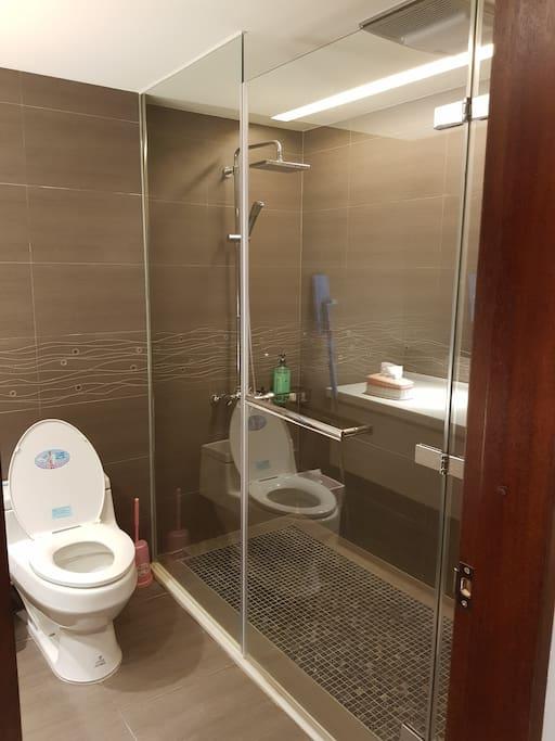 房客專用的廁所~雖然不在房間裡,但是都沒有人使用