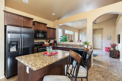 Pet Friendly- Comfortable Home in Safe Area