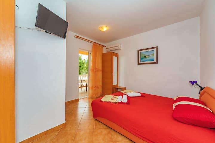 Vila Smilja with Pool - Apartment with Balcony 1