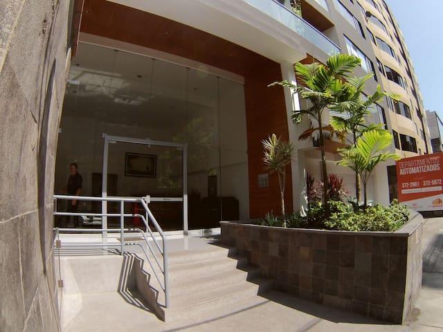 Cómoda habitación en el centro de Miraflores