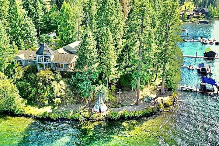 *Newly Listed Lakefront Estate* w/private beach