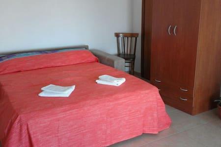 Confortevole appartamento - Cutura - アパート