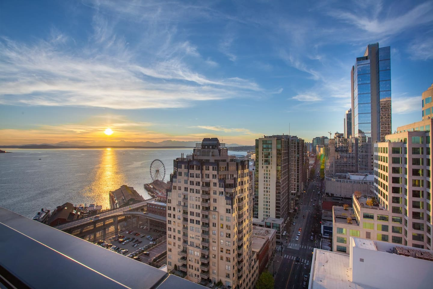 Downtown Waterfront  Condo Near Pike Place Market