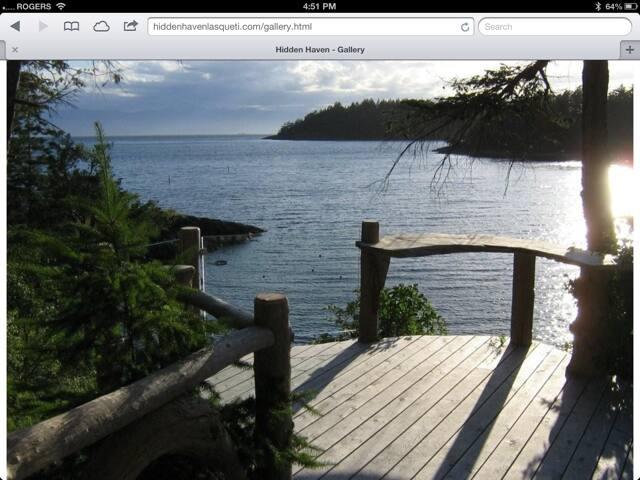 Hidden Haven - Stunning Waterfront Retreat