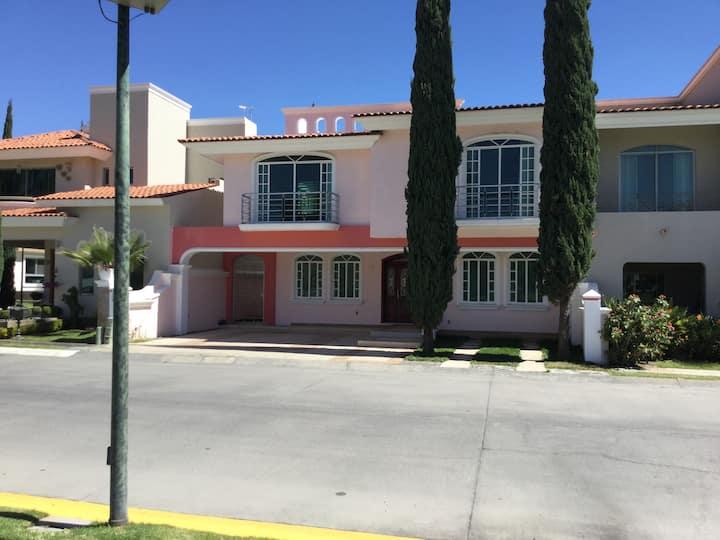 Habitación privada zona Tec de Monterrey Zapopan