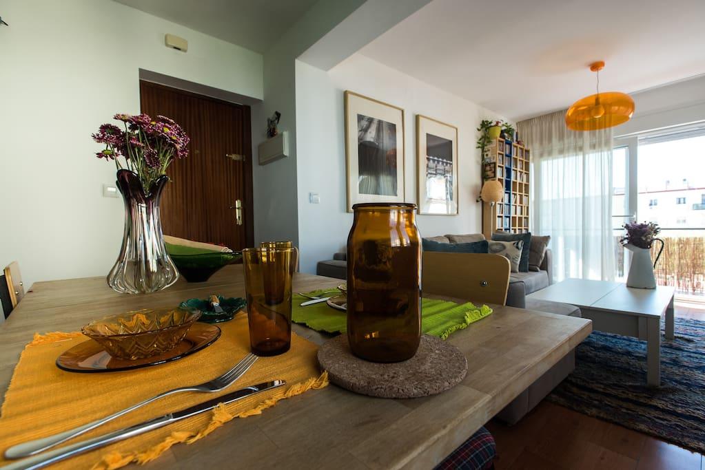 Peaceful dinning table - Sosegado espacio para comer
