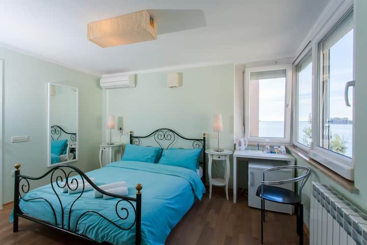 BLU Double Room with Side Sea View 8