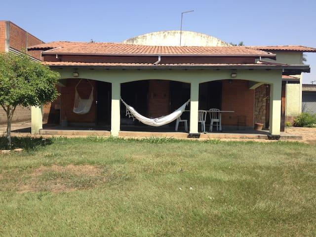 Quarto/banh priv/garagem 2mins Av Costa Silva