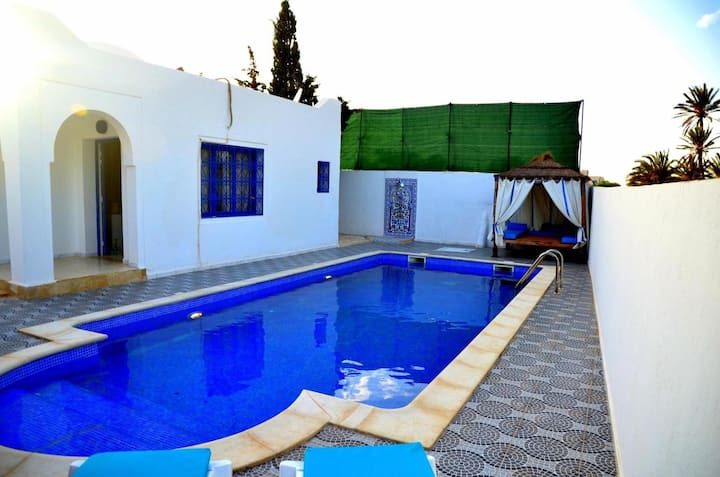 Villa Ajim avec piscine privative située à Djerba