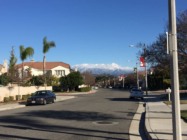 A very quiet safety good big house - Rowland Heights - Hus