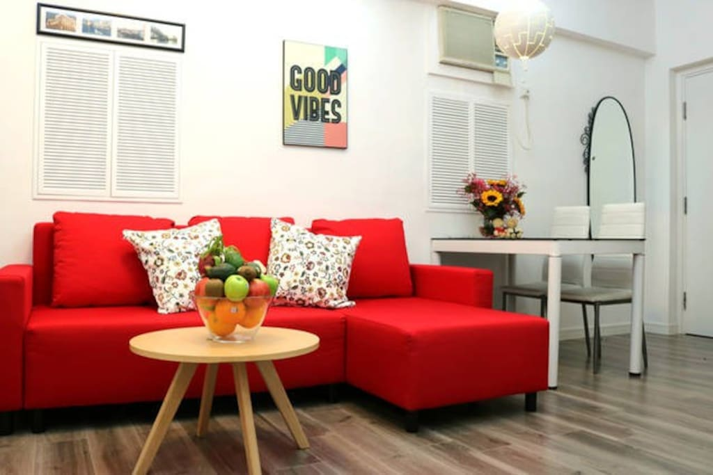 Cozy Apartment within 3mins by walking reached metro exit of TsimShaTsui.  尖沙咀 3分钟港铁站 全新装修 舒适3卧室公寓