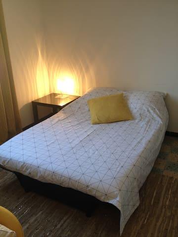 Chambre à 10 mn du centre ville à pied - Ajaccio - Apartemen