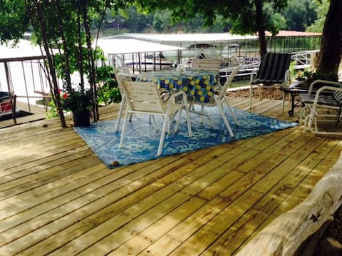 Roans Creek Retreat on the water!