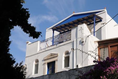 Grande maison de village à Pyrgos - Tinos