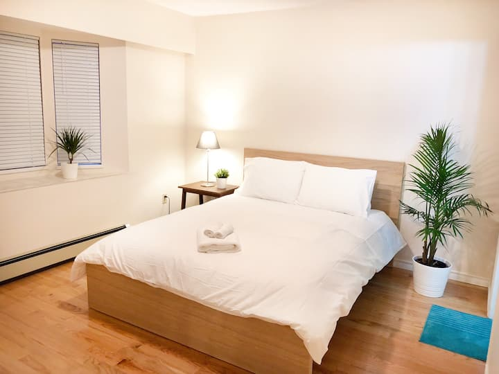 Private Clean One Bedroom Suite + Kitchen Near Bus