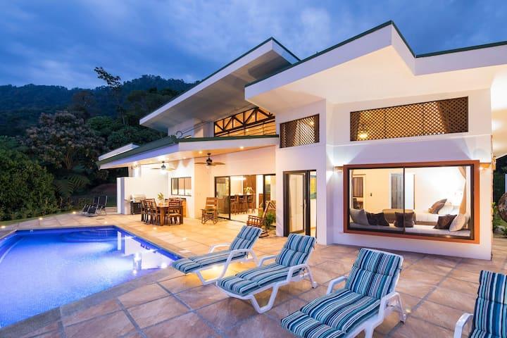 Villa Cascadas in secluded mountain
