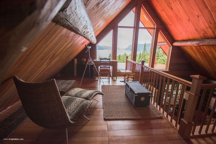 Very beautiful round wooden chalet