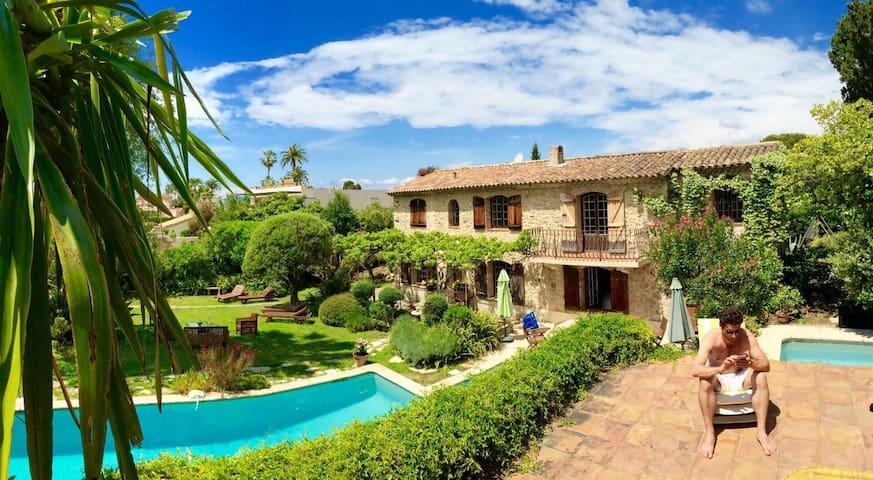 Villa Provençale Cap d'Antibes Piscines à Cascade