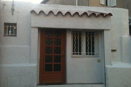maison studio centre village mazargues - Marsella