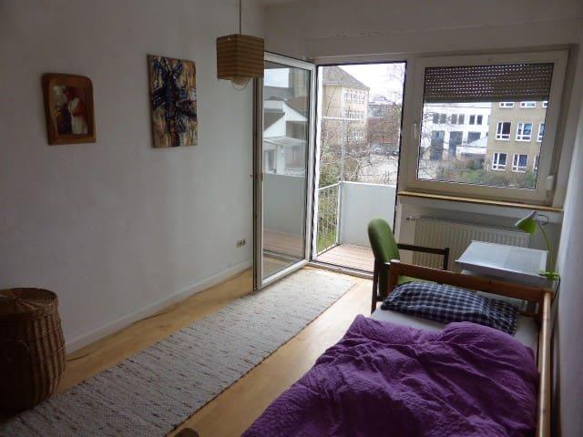 zentral - 3 Min. vom Bahnhof zu Fuß - Euskirchen - Apartment