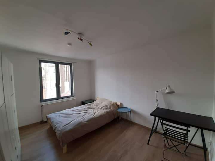 PRIVATE BEDROOM IN LOVELY NIEGHBORHOOD IN BRUSSELS
