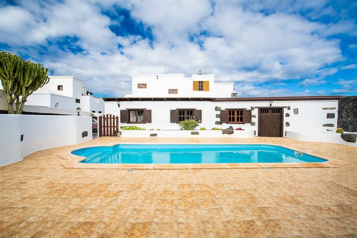Air-Conditioned Villa with Pool, Terrace, Amazing Garden & Mountain View; Parking Available